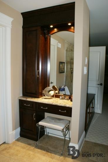 La vautr e salles de bains classique le groupe bois d 39 or for Maquilleuse meuble